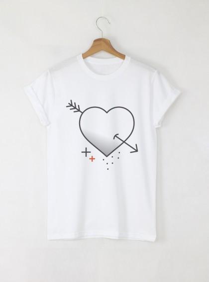 Love heart graphic Дамска бяла тениска с дизайнерски принт
